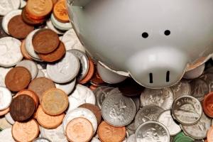 Conviene invertir nuestro dinero en los bancos